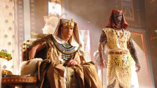 egipcio-e-dominado-por-moscas-a-quarta-praga-que-atinge-o-reino-apos-o-farao-se-recusar-a-libertar-o-povo-hebreu--as-divindades-egipcias-ate-serao-i